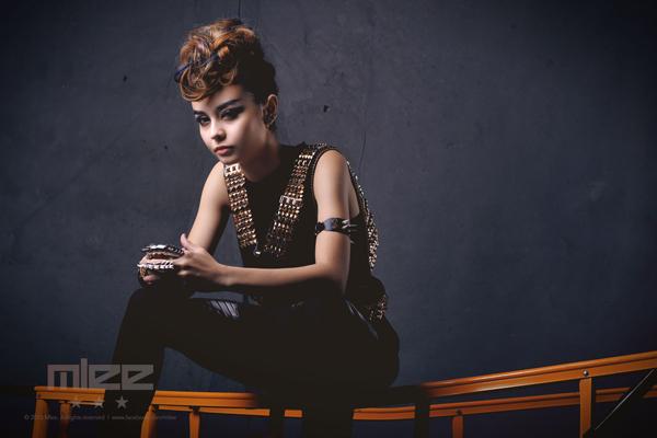 """MLee: Nữ ca sĩ Việt - Pháp """"đa zi năng"""" chào sân Vbiz 11"""