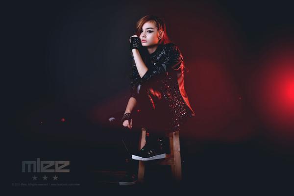 """MLee: Nữ ca sĩ Việt - Pháp """"đa zi năng"""" chào sân Vbiz 12"""