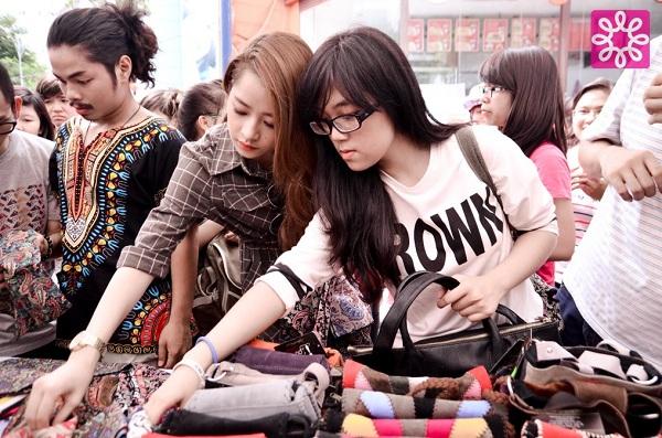 Nhộn nhịp mua sắm cuối tuần cùng Quang Đăng tại Sale 4Share 11