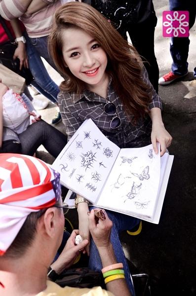 Nhộn nhịp mua sắm cuối tuần cùng Quang Đăng tại Sale 4Share 13