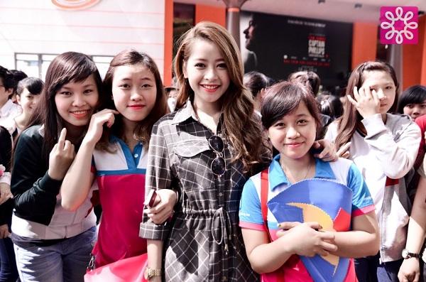 Nhộn nhịp mua sắm cuối tuần cùng Quang Đăng tại Sale 4Share 18