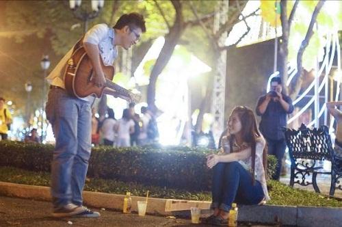Kết quả hình ảnh cho đàn và hát tỏ tình ở quán cà phê