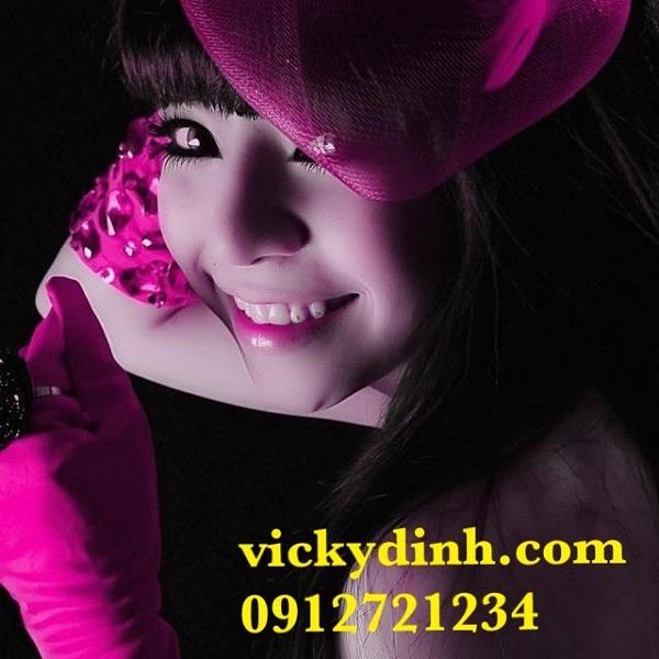 Kính áp tròng VICKYDINH: Chụp ảnh cùng thương hiệu 2