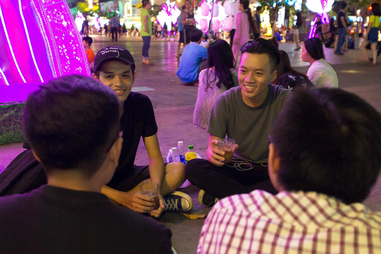 Ngẫu hứng âm nhạc của nghệ sĩ đường phố Sài thành - Ảnh 6.