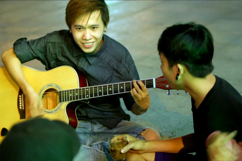 Ngẫu hứng âm nhạc của nghệ sĩ đường phố Sài thành - Ảnh 7.