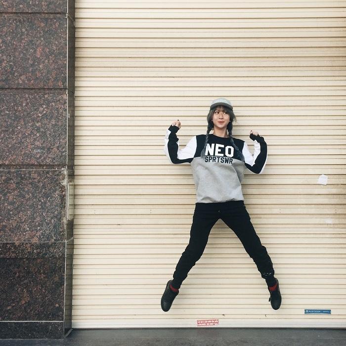 Hot teen đồng loạt diện phong cách thời trang thể thao dạo phố - Ảnh 2.