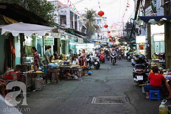 Một ngày dạo phố Sài Gòn cùng Hoài Linh - Ảnh 3.