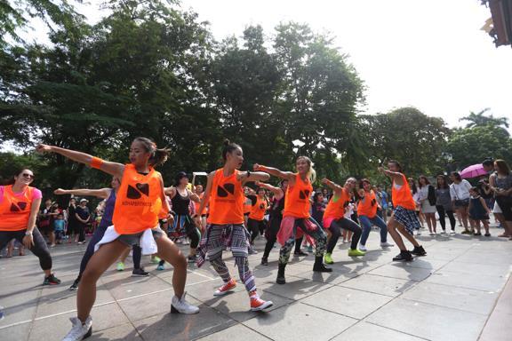 Giới trẻ thích thú với các hoạt động cộng đồng tại phố đi bộ - Ảnh 4.