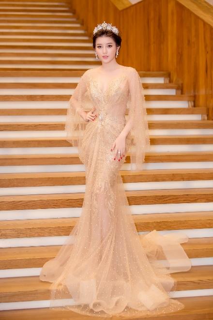 Nhìn lại top váy dạ hội càn quét thảm đỏ trong năm qua - Ảnh 14.