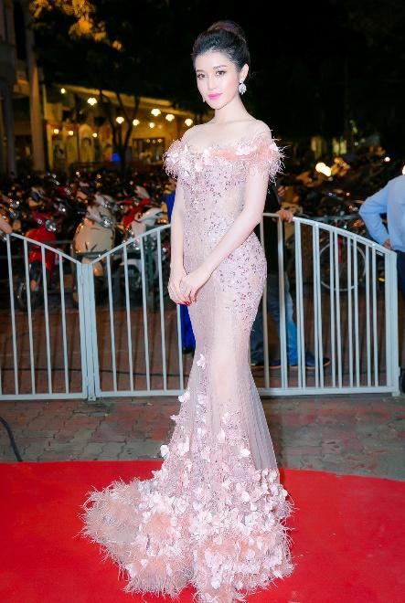 Nhìn lại top váy dạ hội càn quét thảm đỏ trong năm qua - Ảnh 26.