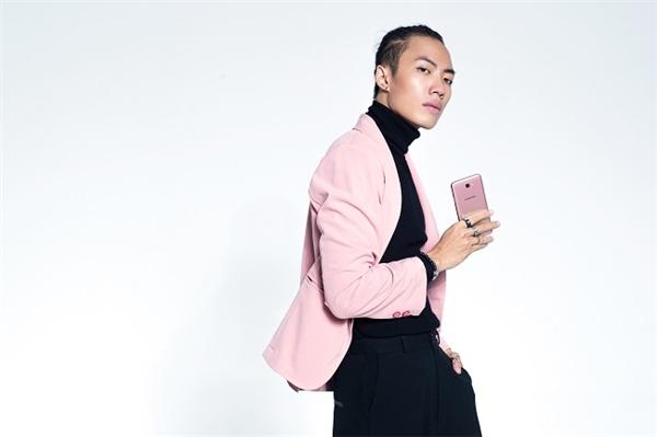 Mặc đồ hồng là yếu đuối? Bạn sẽ nghĩ lại khi xem loạt ảnh cá tính này của 2 stylist Việt - Ảnh 11.