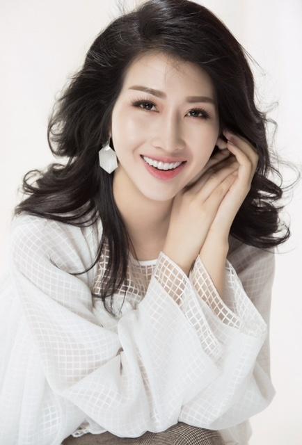Hoa hậu Đặng Thanh Mai khoe vẻ đẹp đậm chất Á Đông - Ảnh 1.