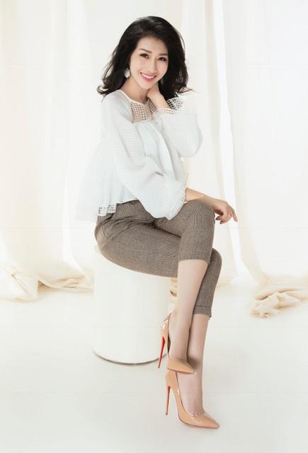 Hoa hậu Đặng Thanh Mai khoe vẻ đẹp đậm chất Á Đông - Ảnh 2.