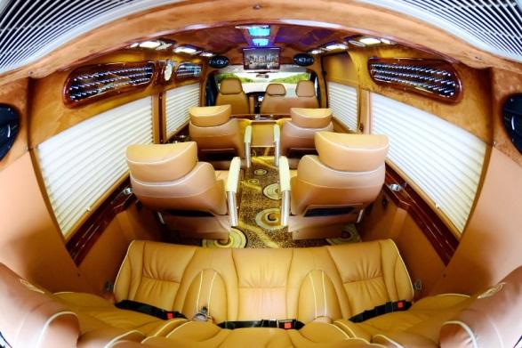 Kết quả hình ảnh cho hình ảnh bên trong xe limousine