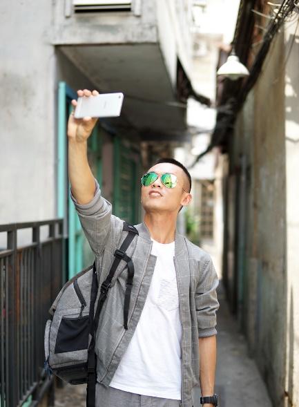 """Tâm Bùi: """"Sài Gòn là để selfie"""" - Ảnh 1."""