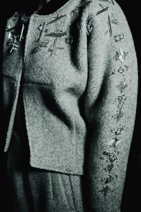 Devon Nguyễn X Huddersfield Cloth - Hậu trường BST thời trang chất liệu chưa từng có tại VIFW - Ảnh 4.