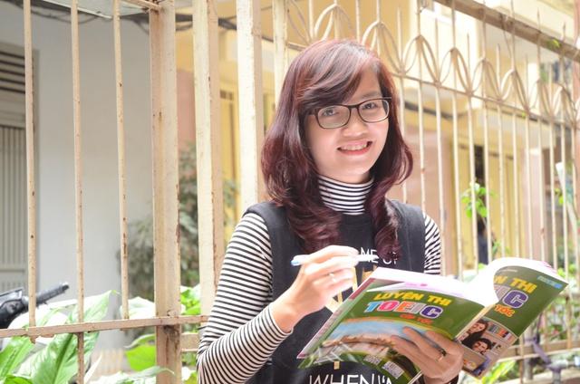Cô Mai phương và cuốn sách TOEIC của mình