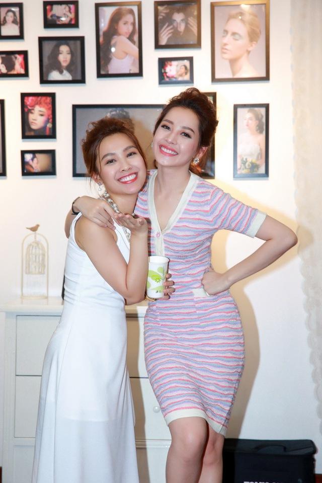Chi Pu, Thanh Vân Hugo đẹp rạng ngời trong lễ khai trương Quách Ánh Makeup Store - Ảnh 3.