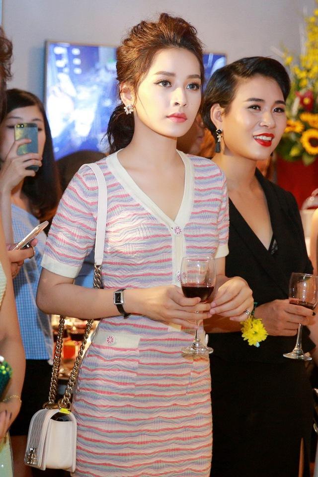 Chi Pu, Thanh Vân Hugo đẹp rạng ngời trong lễ khai trương Quách Ánh Makeup Store - Ảnh 4.
