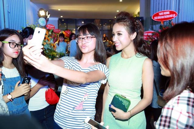 Chi Pu, Thanh Vân Hugo đẹp rạng ngời trong lễ khai trương Quách Ánh Makeup Store - Ảnh 12.