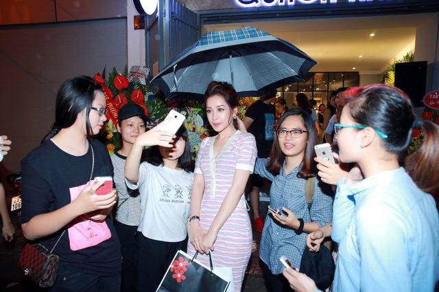Chi Pu, Thanh Vân Hugo đẹp rạng ngời trong lễ khai trương Quách Ánh Makeup Store - Ảnh 14.