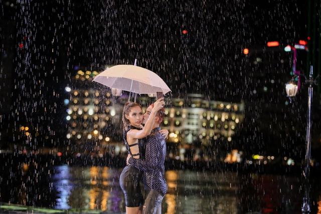 Vietnam's Next Top Model gây sốc khi photoshoot chỉ bằng... điện thoại - Ảnh 4.