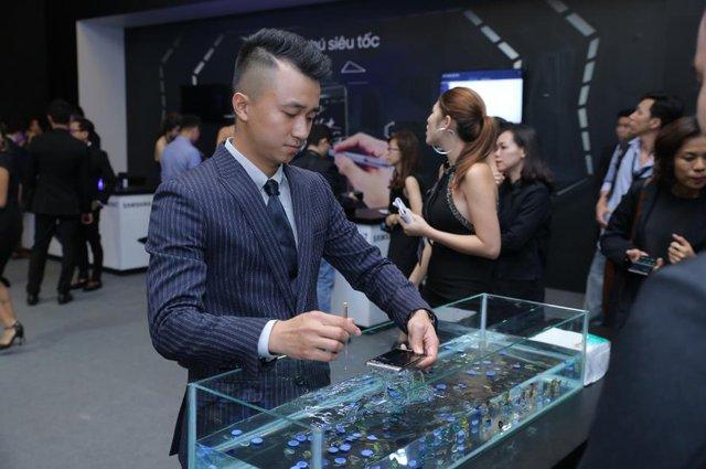 Sao Việt hào hứng trải nghiệm điệp viên mang tên Galaxy Note7 - Ảnh 2.