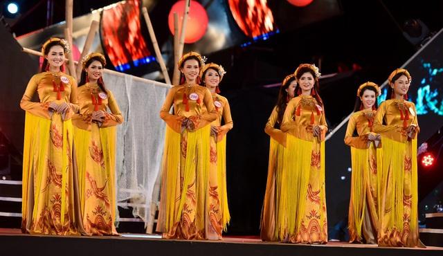 Những chiếc áo dài ấn tượng trong cuộc thi Hoa hậu Việt Nam 2016 - Ảnh 4.