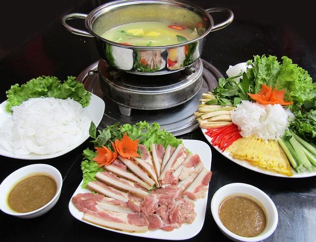 Bò nhúng dấm chuẩn vị Đà Nẵng tại Hà Nội - Ảnh 1.