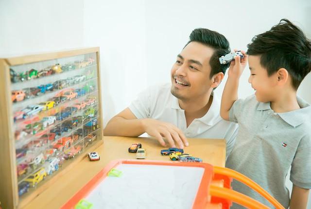 MC Phan Anh bật mí 3 bước biến xe đồ chơi của con thành xe hơi xịn cho bố - Ảnh 1.