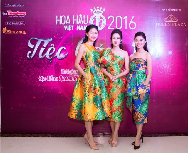 Hoa hậu Đỗ Mỹ Linh đẹp rạng ngời tham dự đêm tiệc tại Queen Plaza - Ảnh 1.