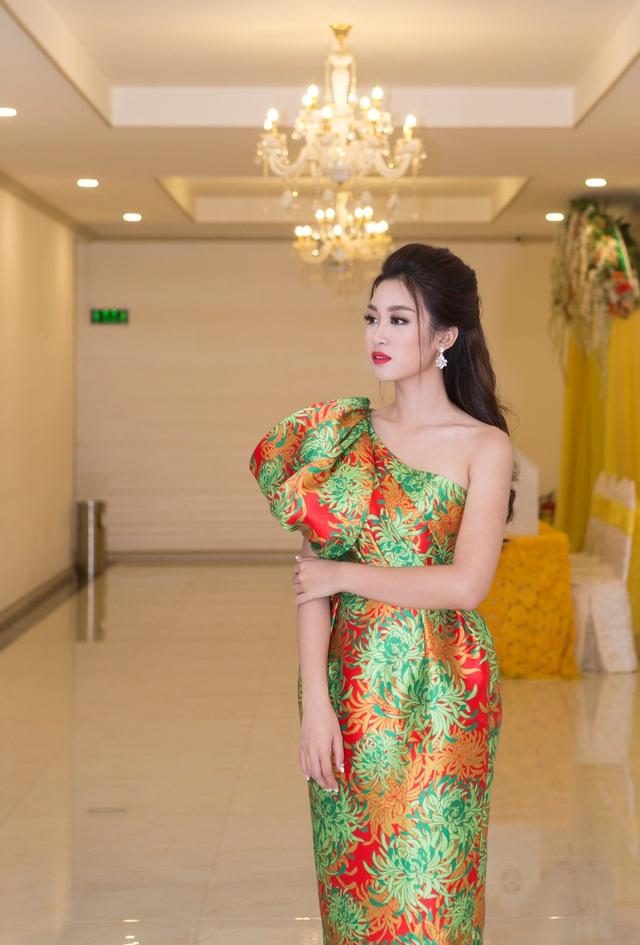 Hoa hậu Đỗ Mỹ Linh đẹp rạng ngời tham dự đêm tiệc tại Queen Plaza - Ảnh 6.