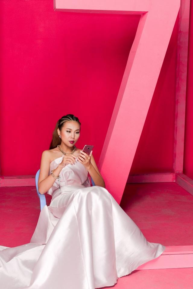 """Hậu trường """"tô hồng mọi giới hạn"""" của Thanh Hằng và Galaxy S7 edge Pink Gold - Ảnh 3."""