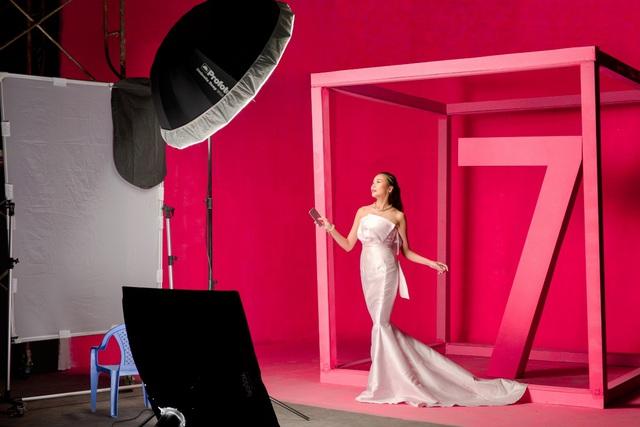 """Hậu trường """"tô hồng mọi giới hạn"""" của Thanh Hằng và Galaxy S7 edge Pink Gold - Ảnh 7."""