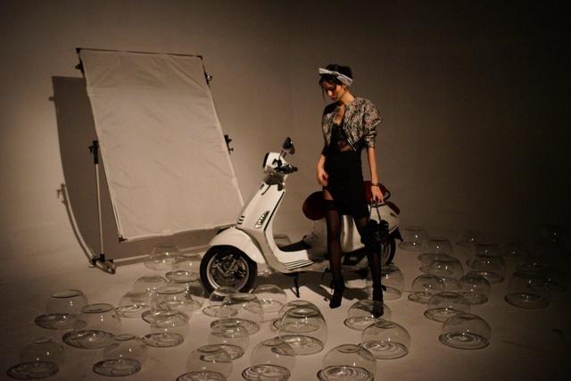 Hậu trường gây tò mò trong buổi chụp bộ ảnh của Stylist Lâm Thúy Nhàn - Ảnh 2.