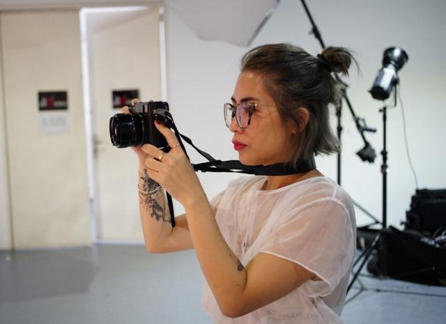 Hậu trường gây tò mò trong buổi chụp bộ ảnh của Stylist Lâm Thúy Nhàn - Ảnh 4.