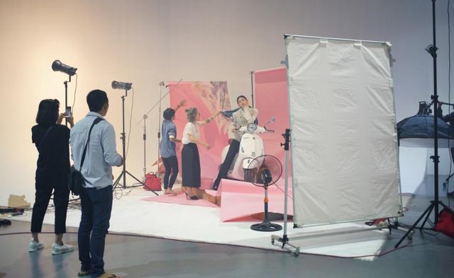 Hậu trường gây tò mò trong buổi chụp bộ ảnh của Stylist Lâm Thúy Nhàn - Ảnh 5.