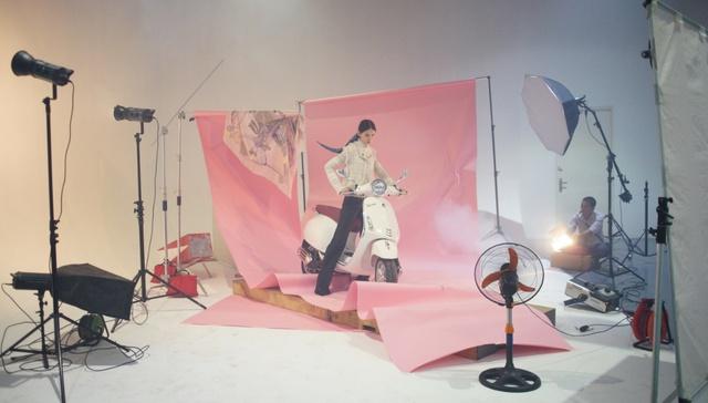 Hậu trường gây tò mò trong buổi chụp bộ ảnh của Stylist Lâm Thúy Nhàn - Ảnh 11.