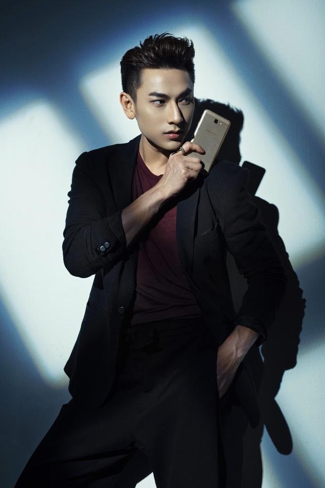 """Isaac tung bộ ảnh """"Hoàng tử bóng tối"""" cùng Galaxy J7 Prime - Ảnh 5."""