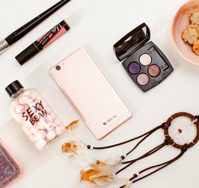 Kiểu dáng quyến rũ, tính năng đa dạng: Smart phone thương hiệu Nhật gây sốt khi vừa ra mắt - Ảnh 1.