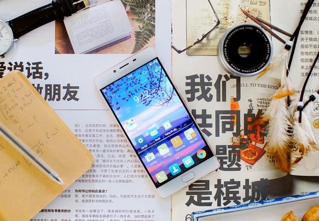 Kiểu dáng quyến rũ, tính năng đa dạng: Smart phone thương hiệu Nhật gây sốt khi vừa ra mắt - Ảnh 3.