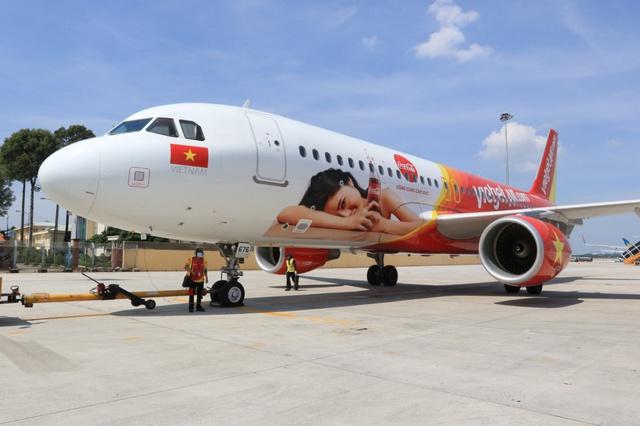 Ấn tượng chiếc máy bay mang hình ảnh Coca-Cola - Ảnh 2.