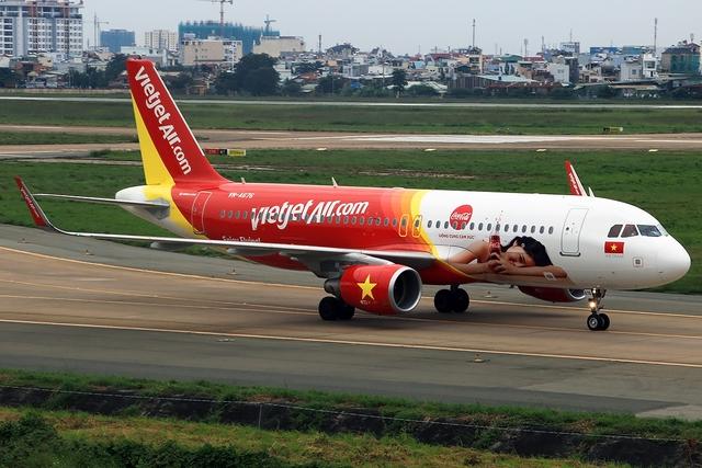 Ấn tượng chiếc máy bay mang hình ảnh Coca-Cola - Ảnh 3.