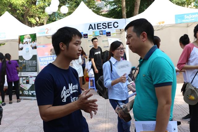 Sinh viên Kinh tế Quốc dân tưng bừng trong ngày hội khởi nghiệp - Ảnh 2.