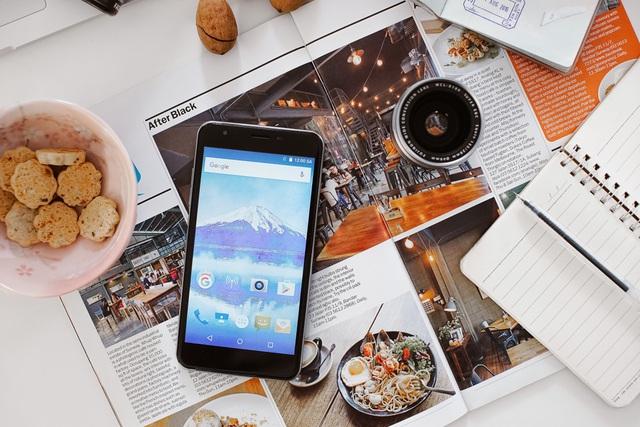 Priori 3S - Điện thoại Nhật dung lượng pin lớn, hiệu năng ổn định - Ảnh 3.