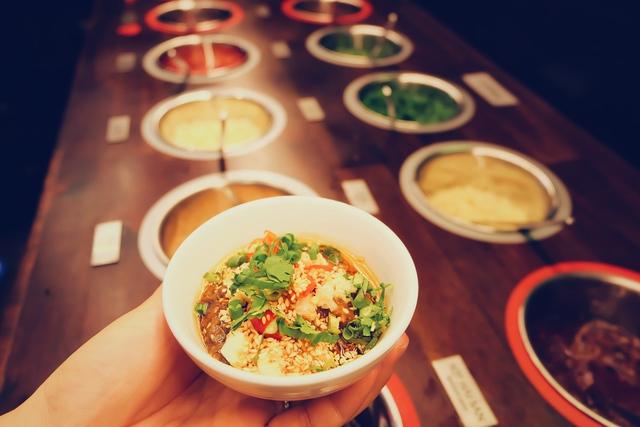 Ấm bụng ngày đông cùng ẩm thực thế giới tại Vincom Phạm Ngọc Thạch - Ảnh 2.