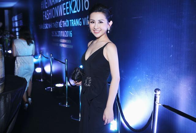 Fashionista Trâm Nguyễn chọn toàn thiết kế Việt vẫn nổi bần bật tại Vietnam Designer Fashion Week - Ảnh 8.