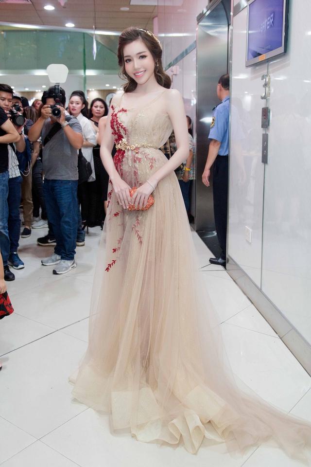 Nhìn lại top váy dạ hội càn quét thảm đỏ trong năm qua - Ảnh 19.