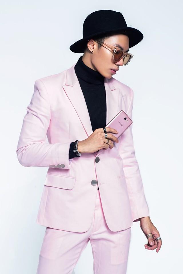 Mặc đồ hồng là yếu đuối? Bạn sẽ nghĩ lại khi xem loạt ảnh cá tính này của 2 stylist Việt - Ảnh 10.