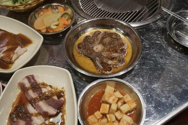 Đón năm mới phá cách với ẩm thực nướng thùng phuy đường phố Hàn Quốc - Ảnh 3.
